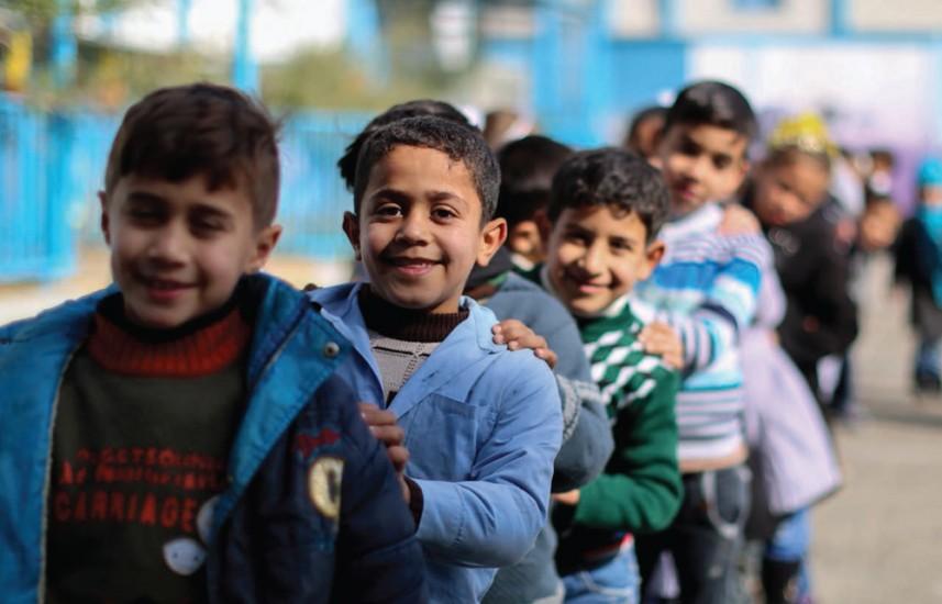 Los niños migrantes y refugiados del mundo actualmente podrían llenar medio millón de aulas