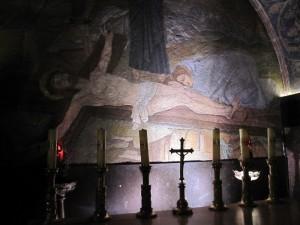 Depicting Jesus inside the holy sepulcher