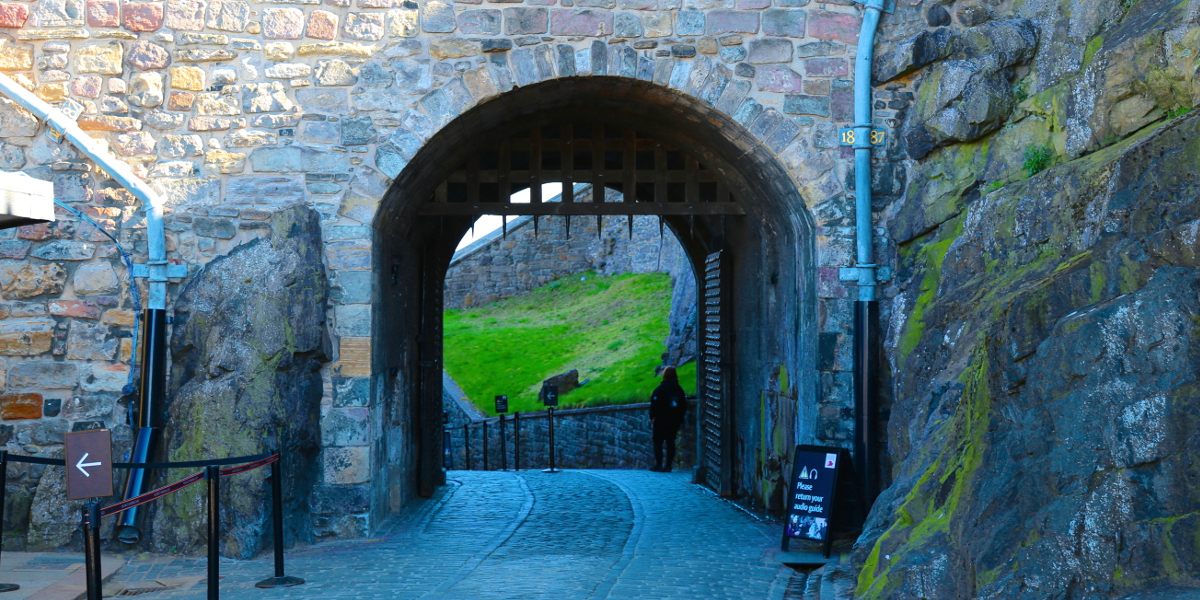 06 296 Edinburgh Castle 1200x600