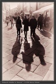 Gehende Schatten in Venezia