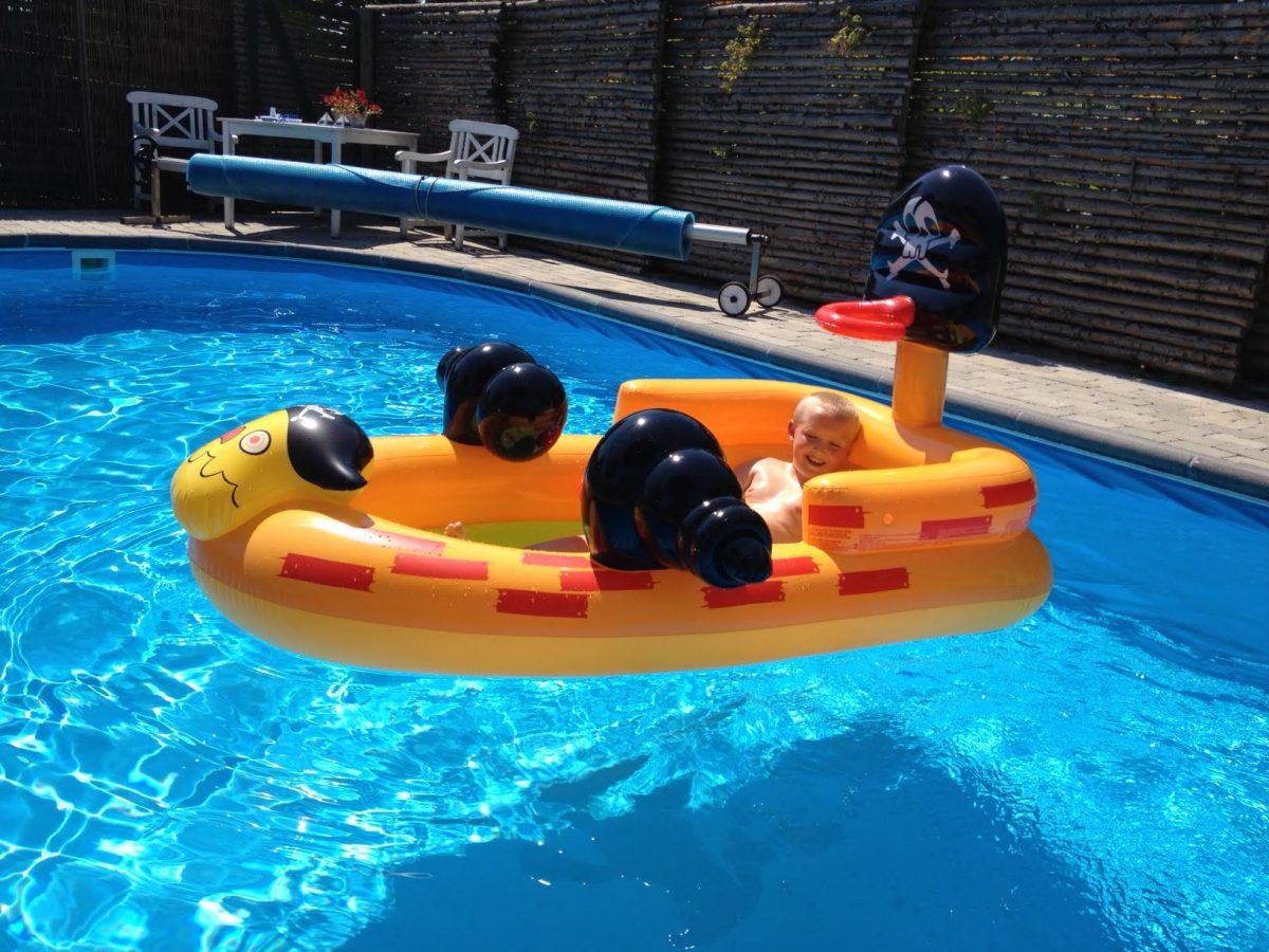 pool leg piratbåd