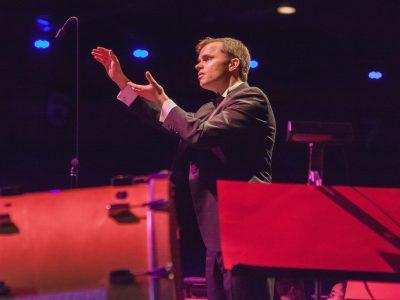 Viking Chorus Conductor Mark Stover '01.