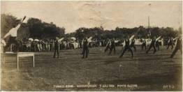 Demonstração de ginástica no campo do Turnerbund, Porto Alegre, 1904. Fotógrafo: Otto Schönwald.