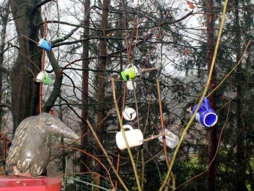 Mit Fett gefüllte Tassen sind dekorativ und nützlich zugleich, © Anke Dornbach