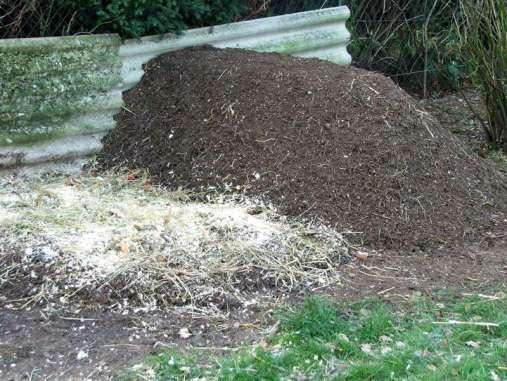 Ein umgeschichteter Komposthaufen an seinem neuen Platz, © Dagmar Offermann