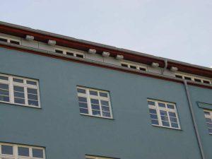 Reihenhaussiedlung für Mauersegler - auch hygienisch ist das kein Problem, © Schwegler