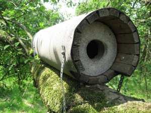 Röhrenförmige Nisthilfe für Steinkäuze, © Schwegler