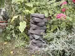 Steinhaufen im Garten, © Hilu Lalic