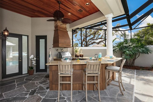 tropical patio outdoor kitchens Dig This Trend: Outdoor Kitchens