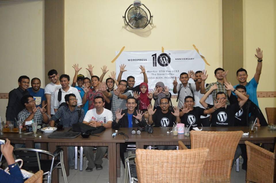 Salam 10 jari untuk HUT ke-10 WordPress (Foto @AidiaMJ)