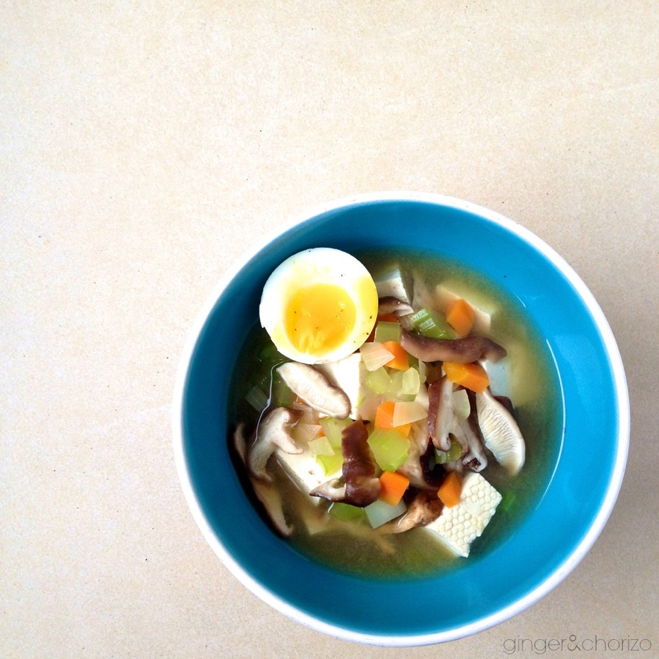 Food friday on kleinstyle.com: miso soup with tofu and shiitake ©ginger&chorizo
