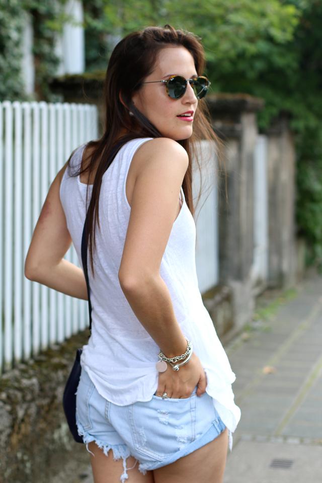 Blaue Destroyed Jeansshorts, gemütlicher chicer Sommerlook, Fashionblogger Nürnberg, Fashionblog Nürnberg, Blog Nürnberg
