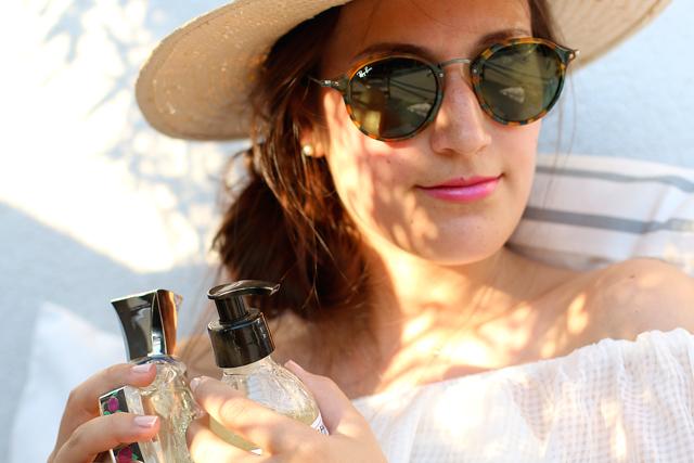 Sommeroutfit mit Hut, runde Sonnenbrille, Sommer-Lieblinge