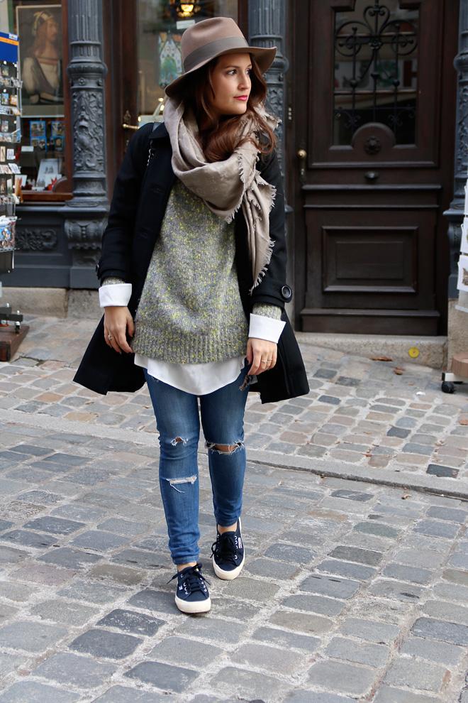 Kuschelpullover Samsoe & Samsoe, Chanel Boy Bag, Herbstoutfit mit Hut, Superga Navy, Edited Bluse, Fashionblogger Nürnberg, Blogger Nürnberg, Kuschelpulli