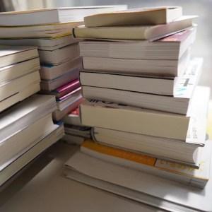 積み重なった本