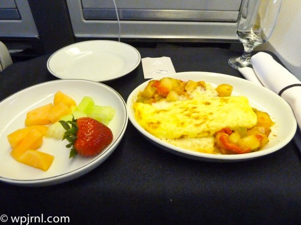 AA518 MIA-JFK Breakfast in First Cheese Omelette and Fruit Salad