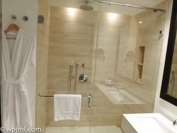 Hilton Bogota Suite - shower