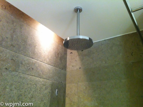 Hilton Bogota Executive Room - shower