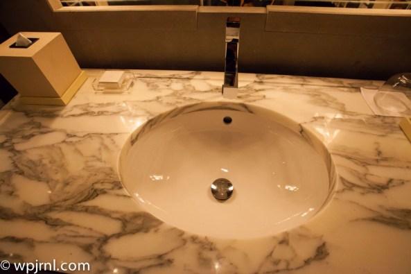 Park Hyatt Shanghai Diplomatic Suite - lavatory