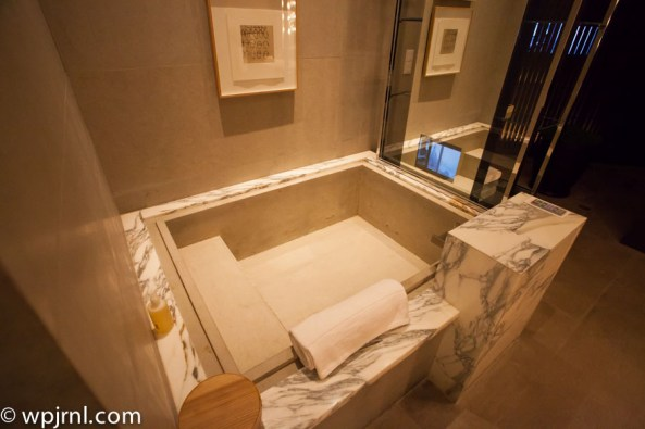 Park Hyatt Shanghai Diplomatic Suite - bath tub