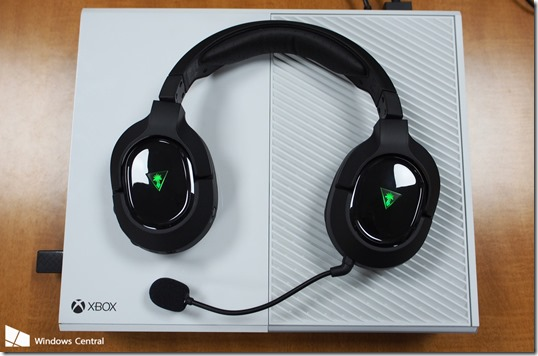 turtle-beach-stealth-420x-plus-xbox-one-headset-overhead[1]