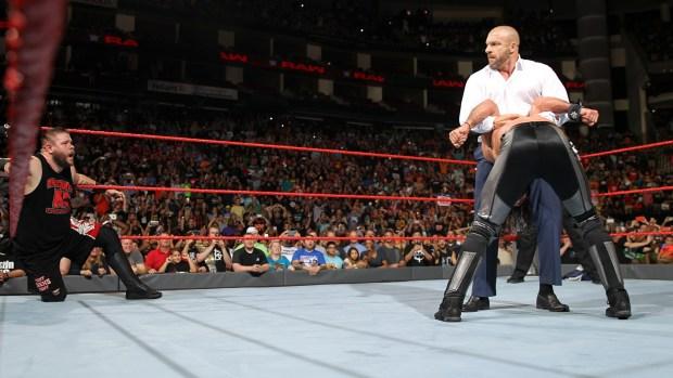 Triple H ataca Seth Rollins