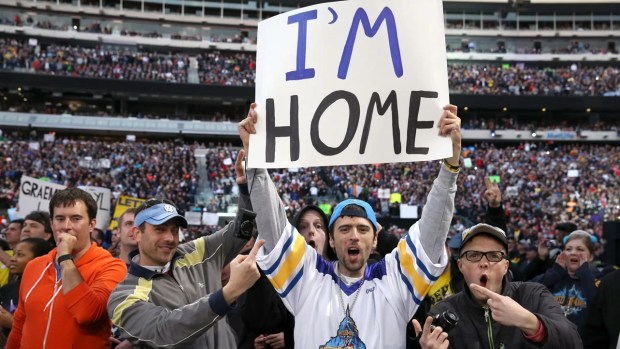 """placa descrito """"Estou em Casa"""" na Wrestlemania 29"""