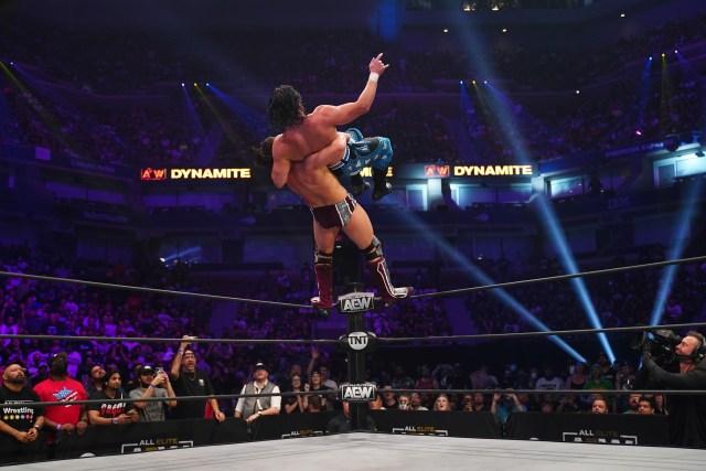 Bryan e Omega abriram o Dynamite dessa semana