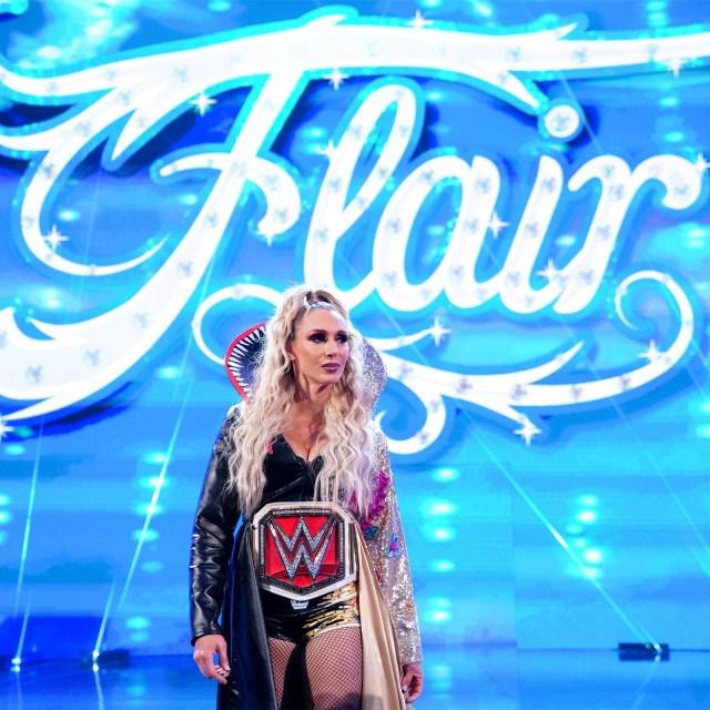 Charlotte Flair também está de volta ao SmackDown
