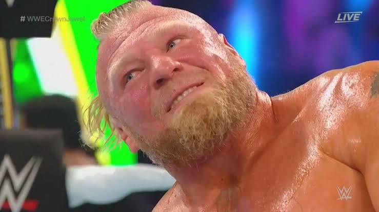 ब्रॉक लैसनर ने WWE स्मैकडाउन में रोमन रेंस को बुरी तरह पीटने का वादा किया।