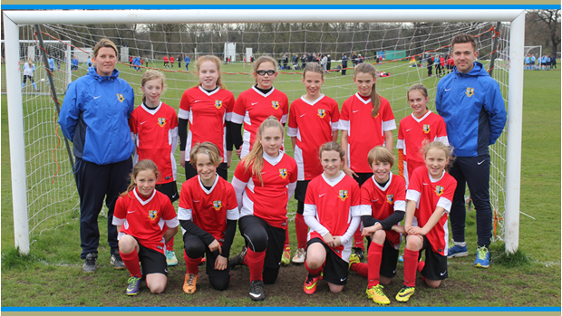 Darcey Pott (back row, right): FA Girls PDC U13 Squad 2015