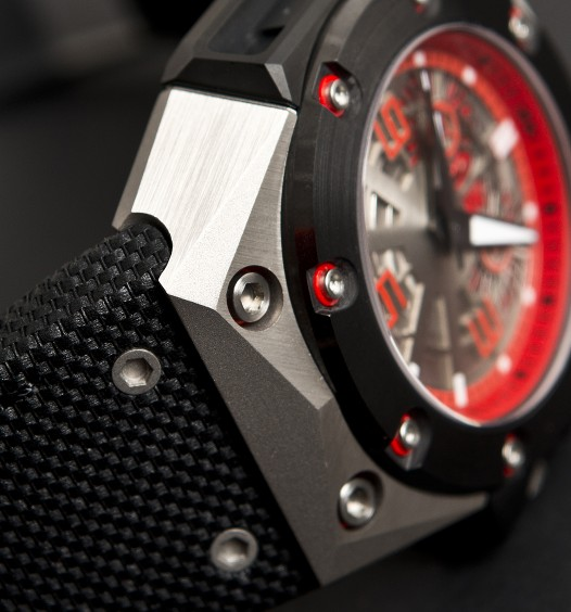 linde_wederlin_oktopus_ii_titanium_red_case_detail