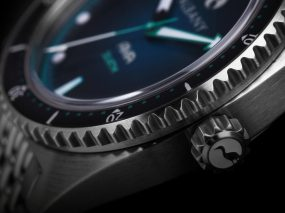 the-ama-diver-watch-case-and-crown