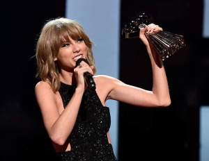 Image, Taylor Swift with music award.