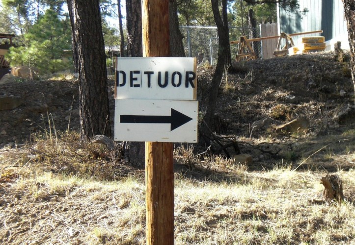Image, Detour sign with incorrect spelling.