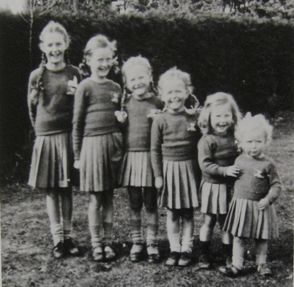 Amateur photo of six sisters aged 2–11, black and white