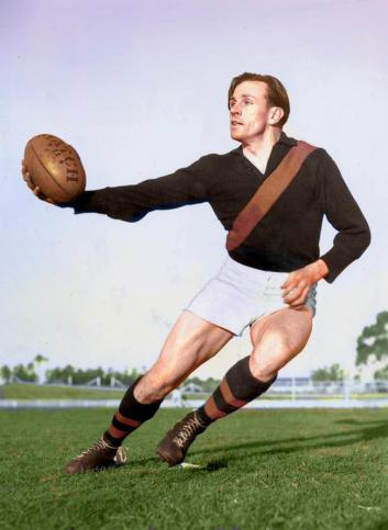 Dick Reynolds pioneers the footy card baulk