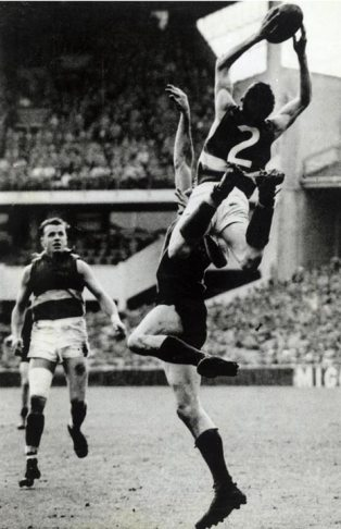 Merv Hobbs famous grab in the '61 Prelim