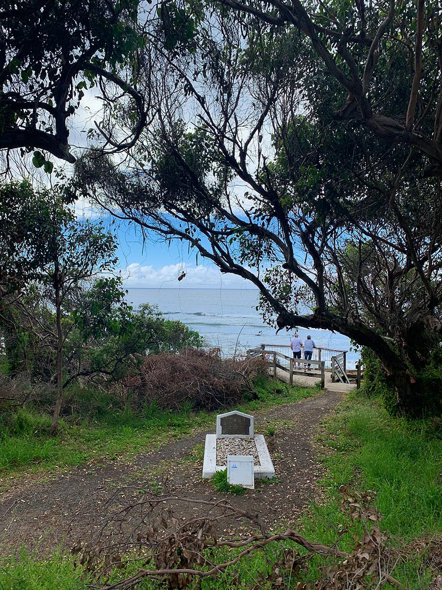 Lone Sailors Grave, Lorne