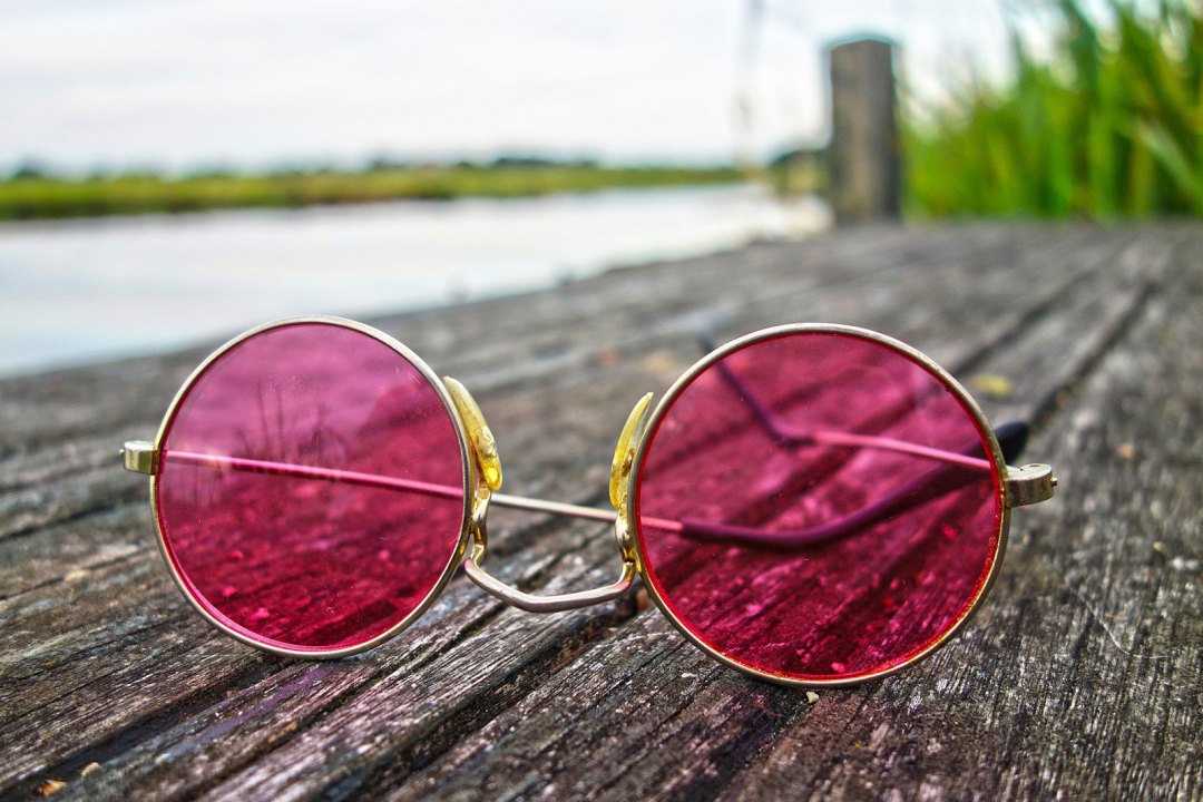 Accessories in the form of rose coloured glasses