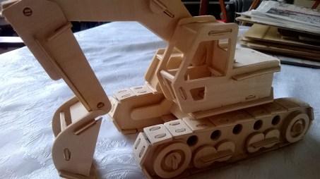 From https://writerfighter.wordpress.com/2013/12/29/woodcraft-construction-kit-excavator/