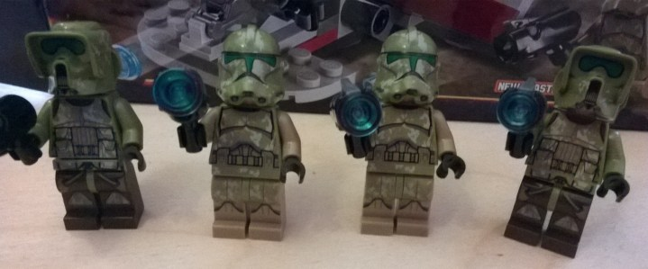 Set comes with 2 Elite Corps Troopers and 2 Kashyyyk Clone Troopers