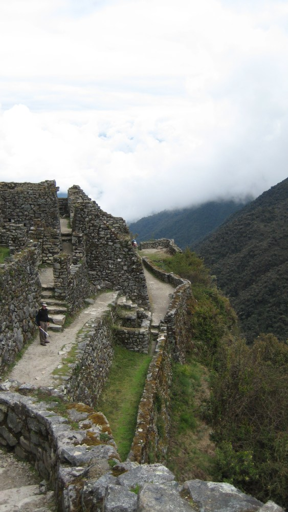 Peru Travel Blog: 30th September 2011: Inca Trek Day #3: The Last Pichu Show‏ (6/6)