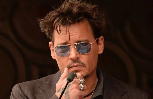 Examples of Descriptive Essays About a Person - Johnny Depp