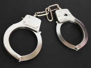 handcuffs-354042_1920