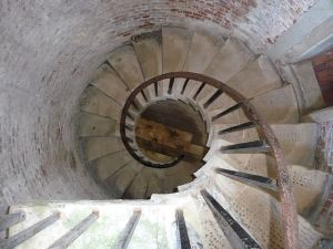 640px-Hurst_Castle_,_Spiral_Stairs_-_geograph.org.uk_-_1721718