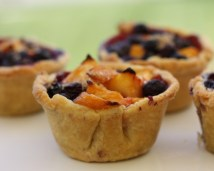 adorable mini fruit pies
