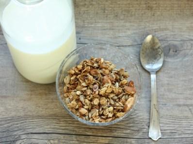 recipe for homemade almond flax granola | writes4food.com