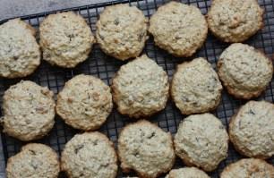 old-fashioned oatmeal raisin cookie recipe | writes4food.com