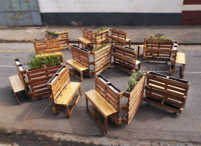 Brothers-in-benches-pallet-social-project-done-in-Johannesburg-3-400x291